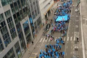 آلاف من مسلمي الإيغور يتظاهرون أمام مبنى الاتحاد الأوربي