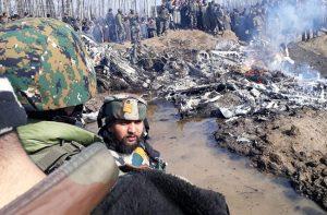 باكستان تعلن إسقاط طائرتين هنديتين وأسر طيار والهند تغلق أربعة مطارات