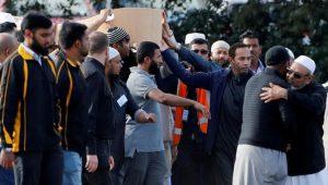 لاجئ سوري وابنه.. بدء دفن أول ضحايا مذبحة المسجدين بنيوزيلندا