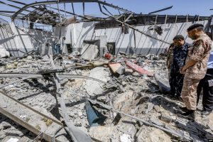 """""""الخارجية الليبية"""" تدعو إلى تحقيق مستقل في قصف مركز إيواء المهاجرين في تاجوراء"""