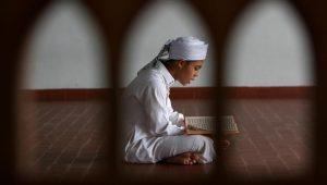 بخطوات بسيطة في رمضان.. عوّدي أطفالك الصوم والصلاة والصبر والعطاء