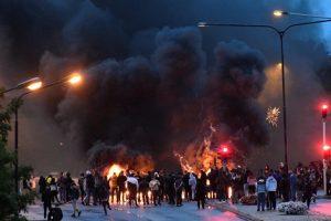 احتجاجات وأعمال عنف.. متطرفون يحرقون نسخة من القرآن في السويد