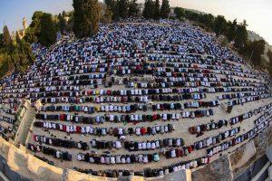 أكثر من 100 ألف يؤدون صلاة عيد الأضحى في المسجد الأقصى