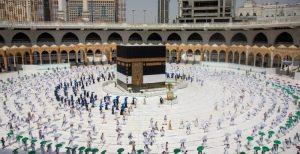 60 ألف حاج يتوافدون على مكة لأداء المناسك