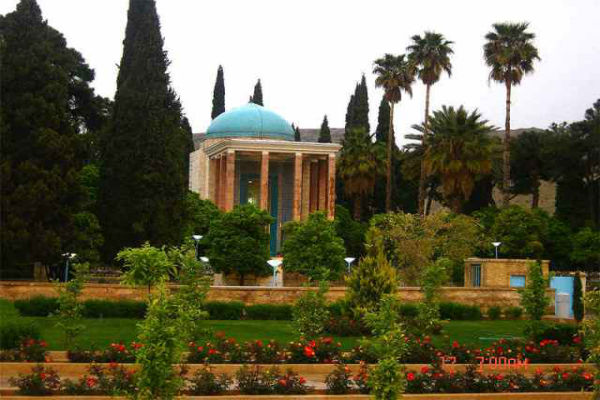 آرامگاه-سعدی-1
