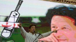 عمران خان؛ چہ کرکٹِ بامردیا داں پاکستانِ مزن وزیریا