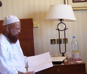 Mufti Taqi Usmani says escaped unhurt in attempted knife attack in Karachi