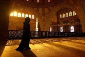 Women and the Masjid: Avoiding Extremes