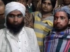 Three Muslim clerics attacked 'for covering their head' aboard Indian train