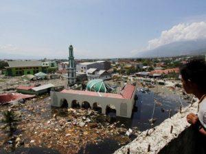 Indonesia tsunami kills scores, hundreds injured