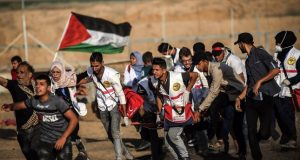 Israeli forces continue to target young Palestinians at Gaza border