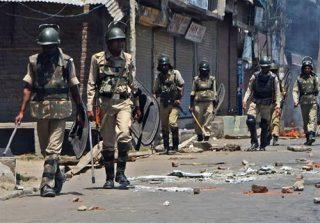 حمله پلیس هند به تظاهرکنندگان در کشمیر 12 کشته برجای گذاشت