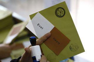 پیروزی موافقان تغییر قانون اساسی ترکیه