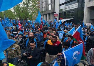تجمع اعتراضی مسلمانان اویغور مقابل ساختمان اتحادیه اروپا