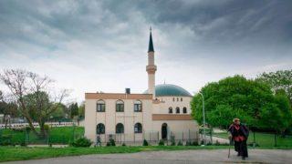 اتریش چندین مسجد را تعطیل و دهها امام جماعت را اخراج میکند