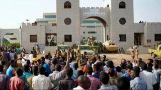 تحولات سودان؛ وعده تشکیل دولت غیرنظامی و مخالفت با استرداد عمرالبشیر