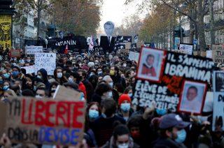 ادامۀ اعتراضات گسترده علیه «قانون جامع امنیتی» در فرانسه