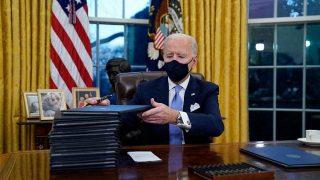 مراسم تحلیف چهلوششمین رئیسجمهوری آمریکا برگزار شد/ امضای 17 فرمان اجرایی در نخستین روز کاری