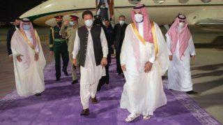 سفر نخستوزیر پاکستان به عربستان و امضای پنج تفاهمنامه بین دو کشور