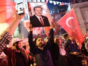 ترک عوام نے صدر کو آئینی طور پر مضبوط بنانے کے حق میں فیصلہ دیدیا