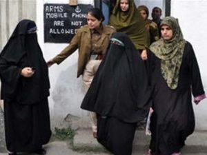 خاتون حریت رہنما عائشہ اندرابی سری نگر سے نئی دہلی جیل منتقل