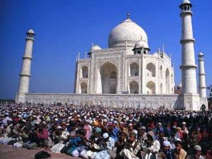 تاج محل کی مسجد میں غیر مقامی افراد کے نماز پڑھنے پر پابندی
