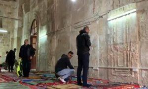 اسرائیلی فوج کے دھاووں کے بعد مسجد اقصیٰ میں سخت کشیدگی