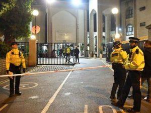 لندن میں نماز تراویح کے دوران مسلح شخص کی مسجد میں فائرنگ