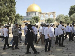 اسرائیلی فوج کی مدد سے یہودی آبادکار مسجد اقصیٰ میں داخل