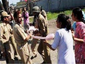 بھارتی فوجی کشمیری خواتین کو اپنی درندگی کا نشانہ بنارہے ہیں، ڈی ڈبلیو رپورٹ