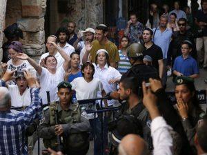 اسرائیلی پولیس کے پہرے میں سیکڑوں یہودی زبردستی بیت المقدس میں داخل