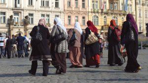 یورپ کی مسلم خواتین کو وسیع پیمانے پر امتیازی سلوک کا سامنا ہے، ہیلینا ڈالی