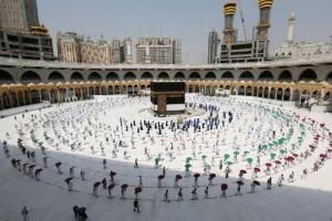 سعودی وزیرحج وعمرہ کی عازمینِ عمرہ کو کووِڈ-19 کی ویکسین لگوانے کی ہدایت