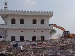 بھارت میں ایک اور مسجد شہید کردی گئی