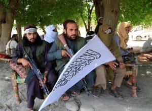 طالبان تسيطر على معابر حدودية وتطمئن الجوار