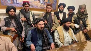 طالبان تطمئن الداخل والخارج وتؤكد إجراء محادثات لتشكيل حكومة شاملة