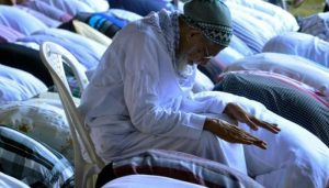 بلا ضرورت کرسی پر بیٹھ کر نماز پڑھنا ؟